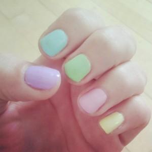 Forårs negle i friske farver