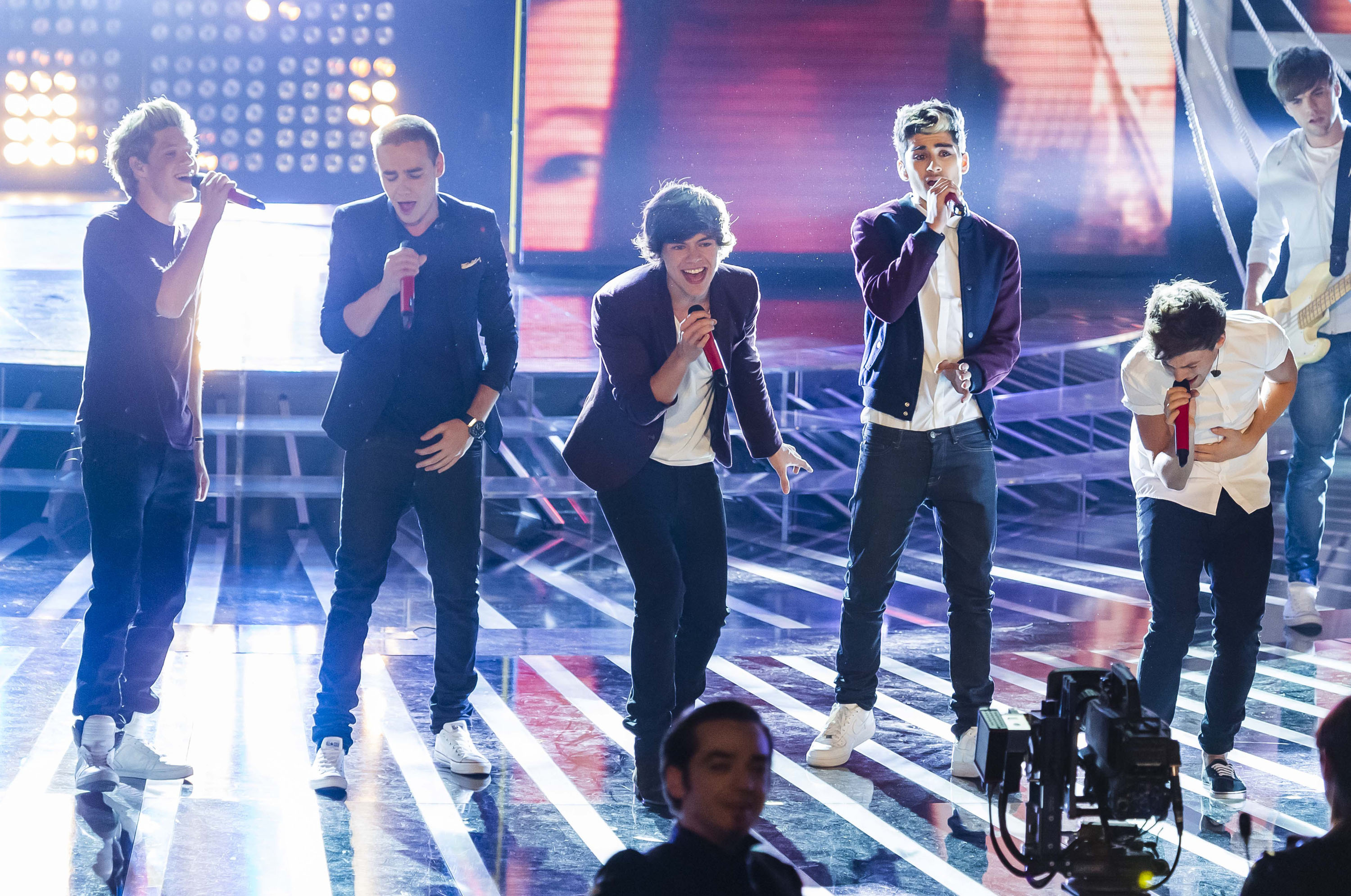 One Direction Performing Live On X-Factor In Milan